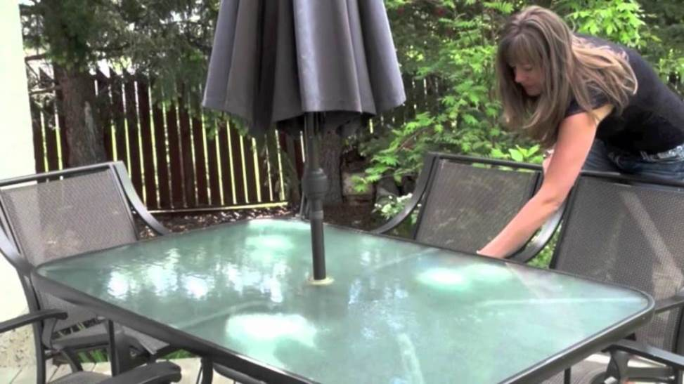 Cleaning-outdoor-glass-furniture