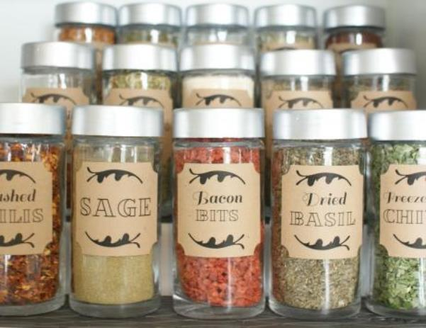 spices-and-herbs-stored-in-glass-mason-jars-custom-labels