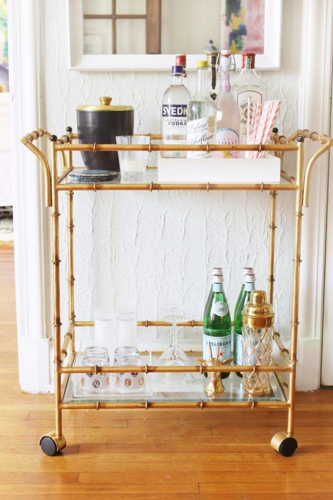 A-bar-cart-gives-your-apaertment-a-sense-of-class
