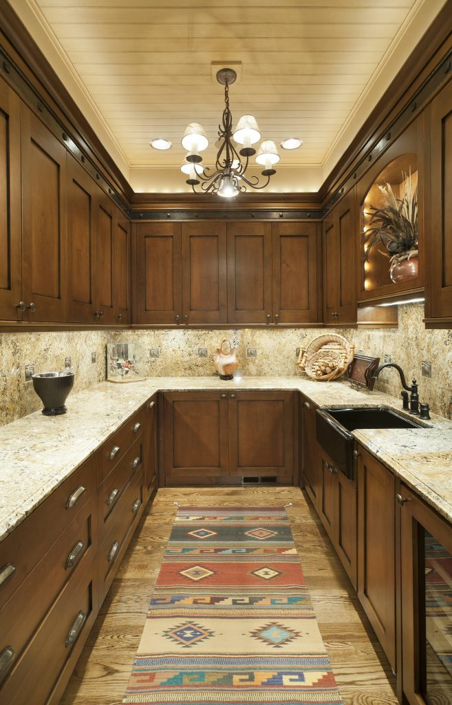 beautiful-closed-upper-kitchen-cabinets