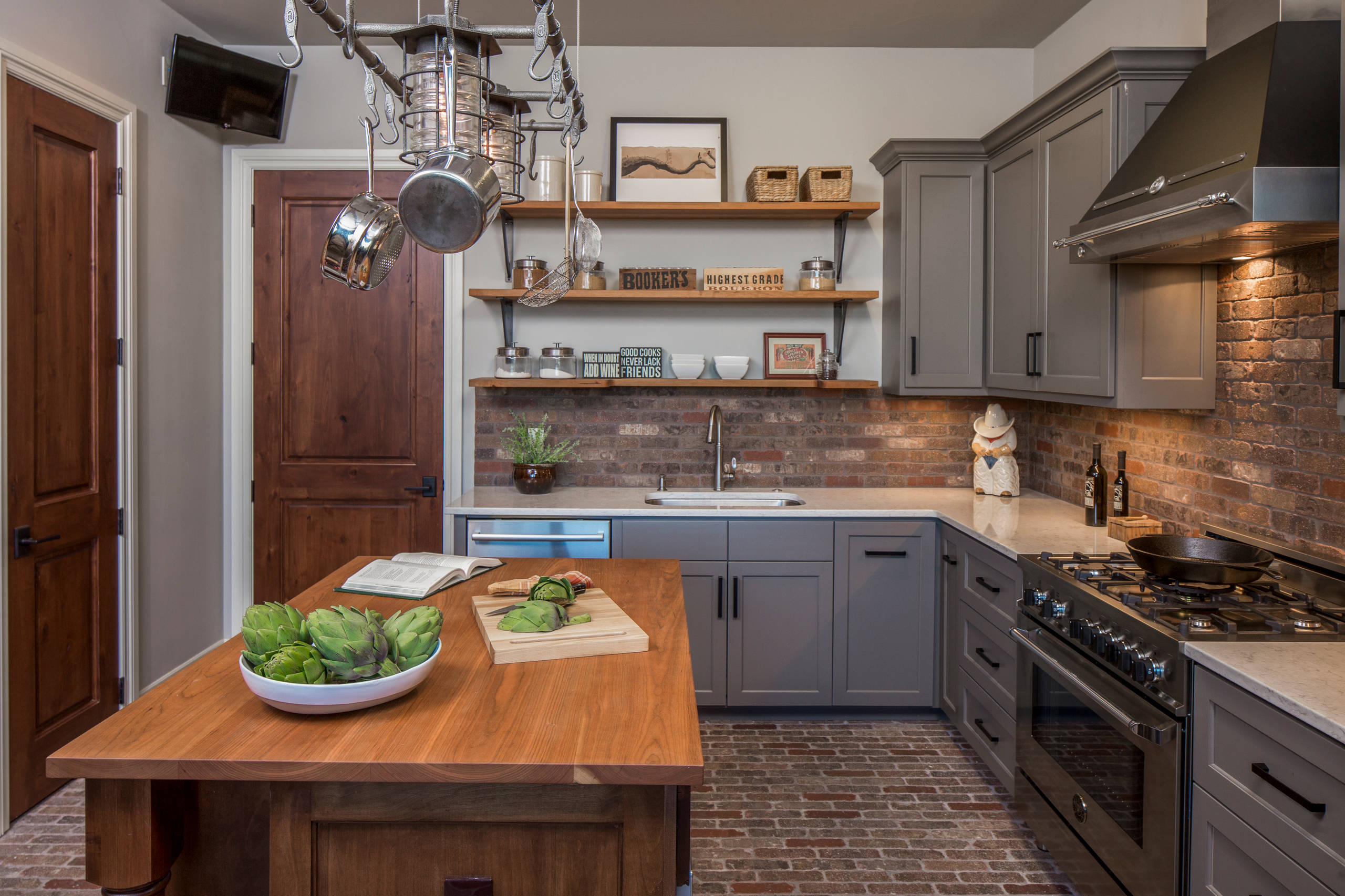 compromise-kitchen-with-open-shelving-and-wall-cabinets
