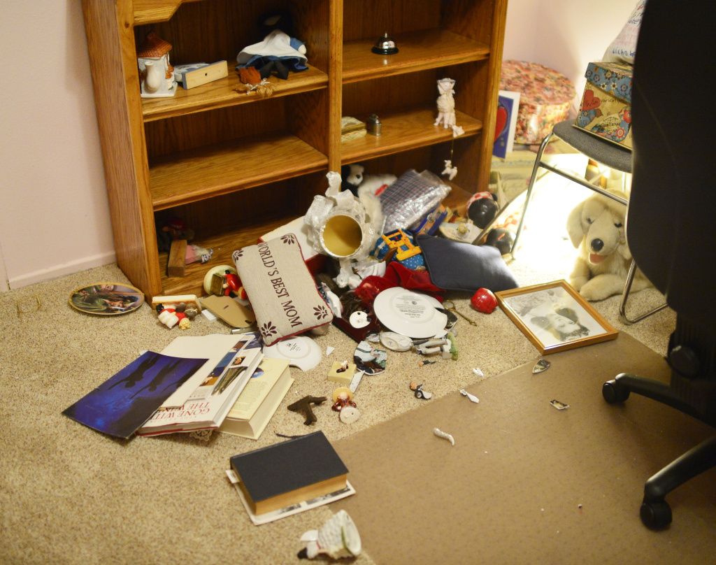 dangers-of-open-shelving-natural-disasters