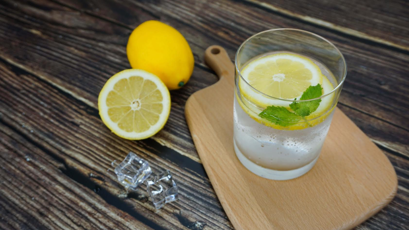 benefits-of-drinking-lemon-water-in-the-morning-2